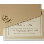 Outro convite de casamento tradicional. A moldura do encarte com impressão dourada acompanha o glamour do envelope dourado